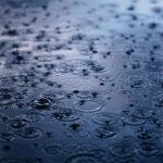 梅雨のクセ毛対策には縮毛矯正を・・